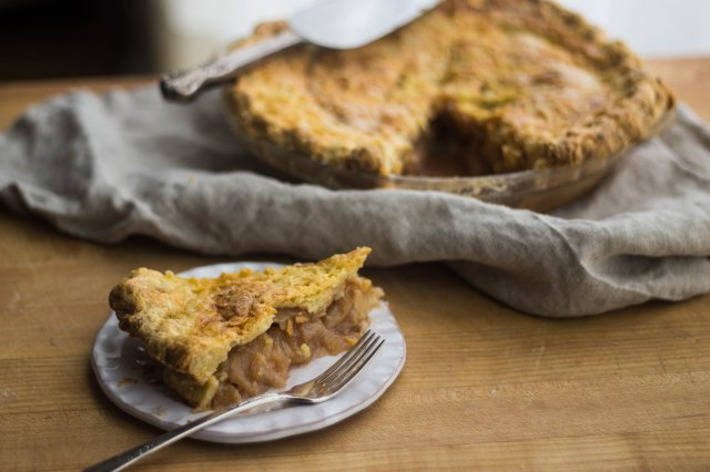 Apple Cheddar Pie | becausefoodislife.com
